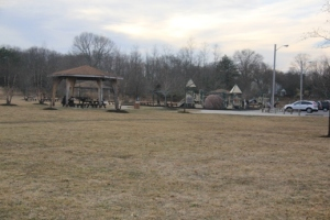 Nice playground and picnic pavilions.