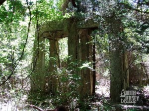 Same ruins at the beginning of the trail, only 11 years younger.